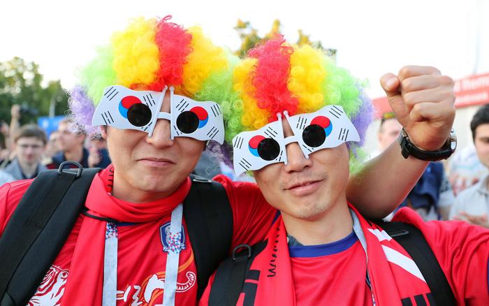 Fan World Cup ấn tượng với khuôn mặt nhiều sắc màu - Ảnh 5.