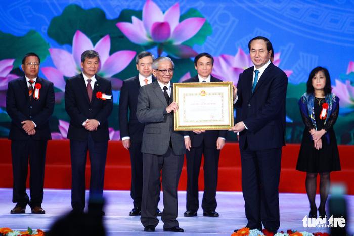 Giáo sư sử học Phan Huy Lê vừa qua đời ở tuổi 84 - Ảnh 2.