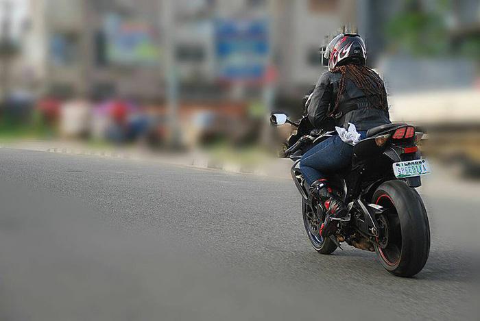 Đội nữ môtô giúp người ở Nigeria - Ảnh 1.