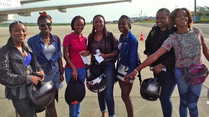 Đội nữ môtô giúp người ở Nigeria - Ảnh 3.