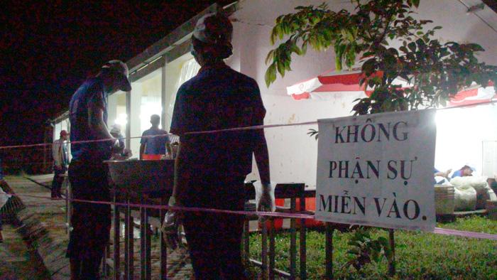 'Khu căn cứ' đặc biệt nấu ăn cho sĩ tử Vĩnh Long - Ảnh 2.