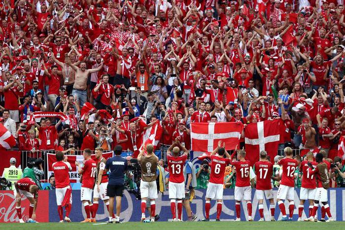 Những khoảnh khắc tràn đầy cảm hứng thể thao vòng bảng World Cup - Ảnh 2.