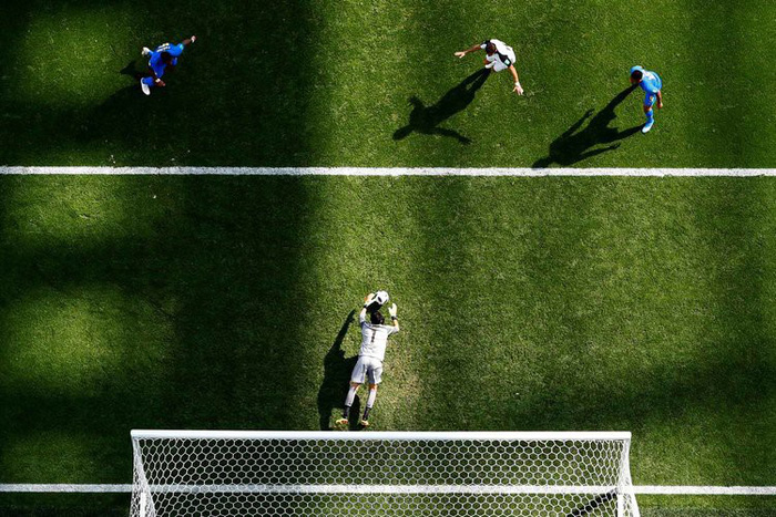 Những khoảnh khắc tràn đầy cảm hứng thể thao vòng bảng World Cup - Ảnh 8.