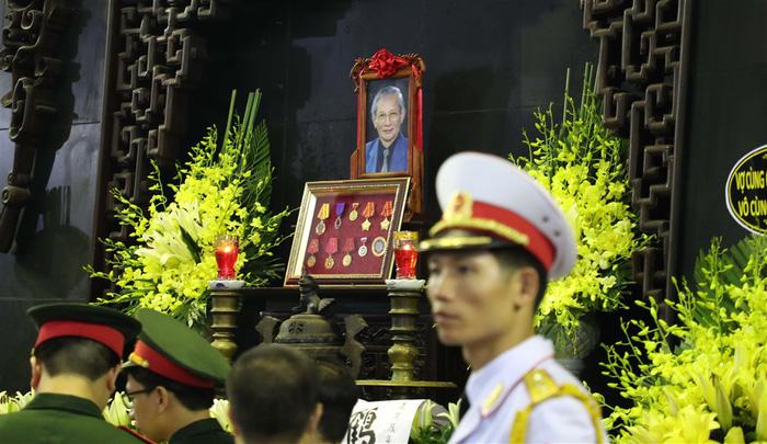 Tiễn đưa giáo sư Phan Huy Lê - người thầy của những người thầy - Ảnh 1.