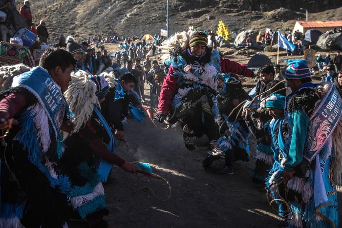 Rực rỡ sắc màu tại lễ hội tuyết và sao ở Peru - Ảnh 15.