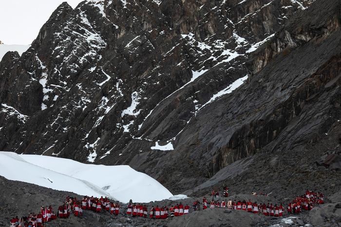 Rực rỡ sắc màu tại lễ hội tuyết và sao ở Peru - Ảnh 17.