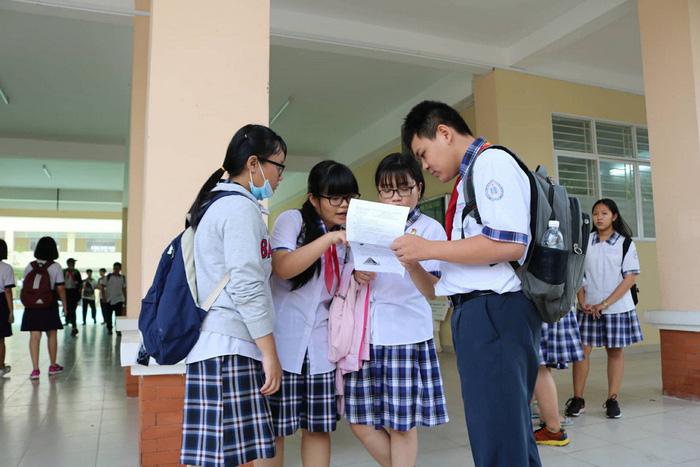 Thí sinh thi lớp 10 TP.HCM nói đề toán bình thường nhưng dài - Ảnh 9.