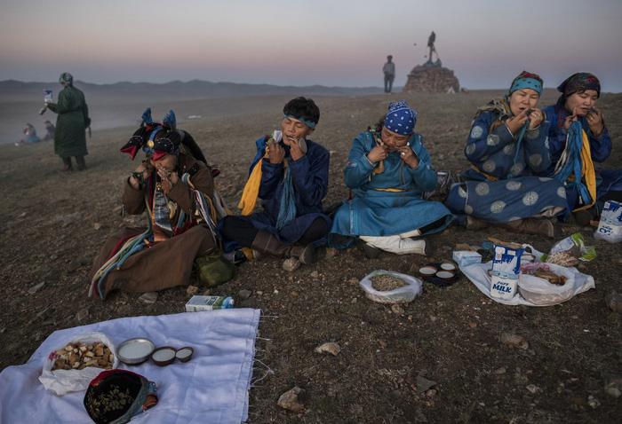 Đến Mông Cổ xem nghi thức pháp sư đón mùa hè - Ảnh 15.