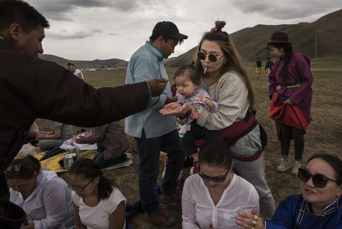 Đến Mông Cổ xem nghi thức pháp sư đón mùa hè - Ảnh 2.