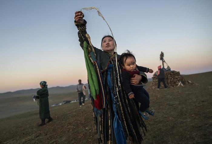 Đến Mông Cổ xem nghi thức pháp sư đón mùa hè - Ảnh 5.