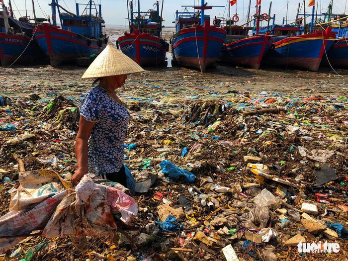Ô nhiễm rác thải nhựa trở thành vấn nạn quốc gia - Ảnh 1.