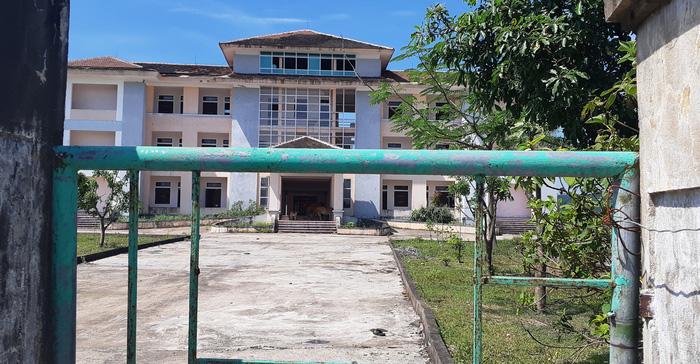 Trụ sở xã, trường học xây 33 tỉ bỏ hoang cho... bò trú nắng - Ảnh 2.