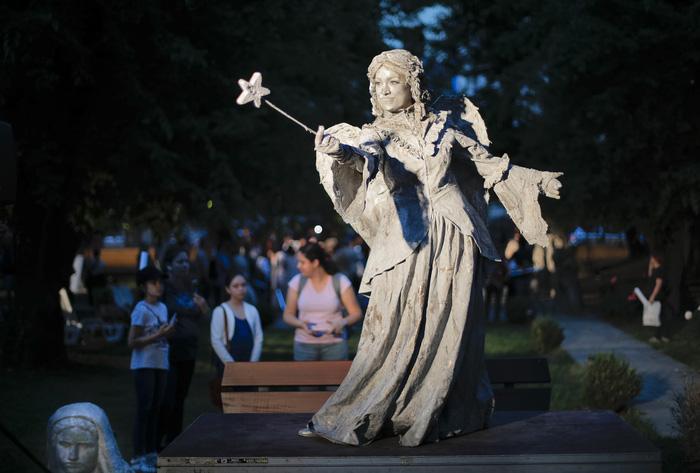 Giật mình với lễ hội tượng sống' quốc tế ở Romania - Ảnh 1.
