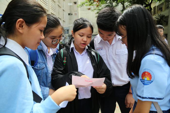 Công bố đáp án kỳ thi tuyển sinh vào lớp 10 tại TP.HCM - Ảnh 1.