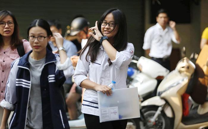 94.000 học sinh Hà Nội bắt đầu thi tuyển sinh lớp 10 - Ảnh 1.