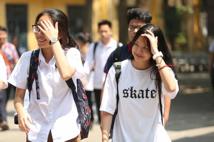 Đề văn an toàn, thí sinh Hà Nội nói dễ lấy điểm 7,8 - Ảnh 1.