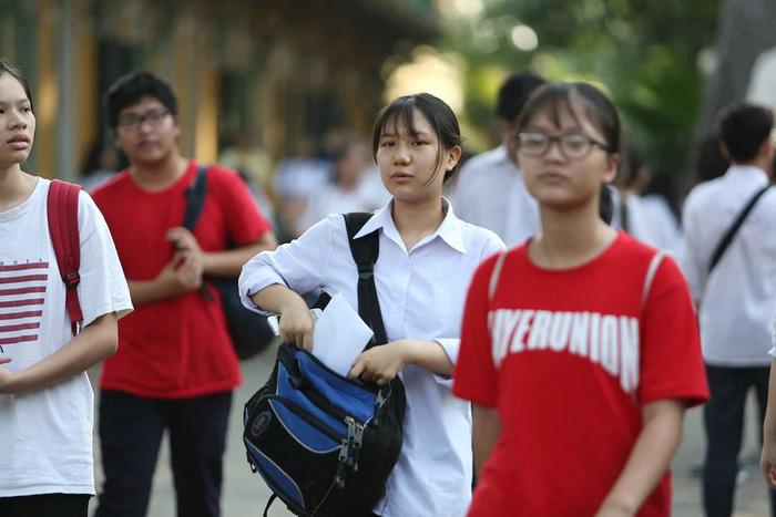 Đề toán tuyển sinh lớp 10 Hà Nội: khó lấy điểm tuyệt đối - Ảnh 4.