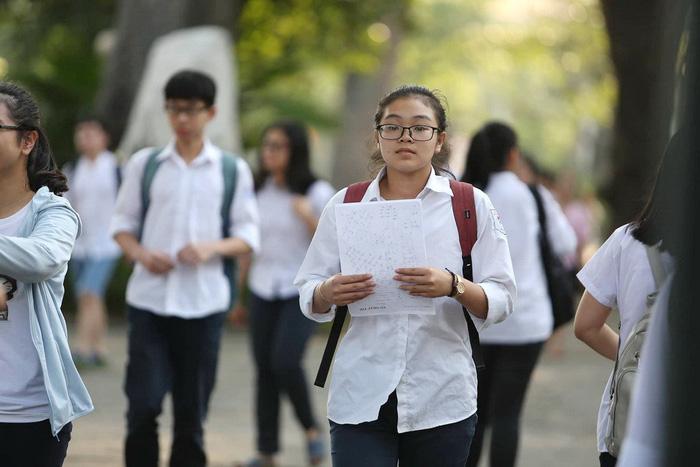 Đề toán tuyển sinh lớp 10 Hà Nội: khó lấy điểm tuyệt đối - Ảnh 3.