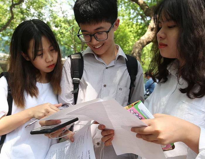 Bài giải môn văn thi tuyển sinh lớp 10 Hà Nội - Ảnh 2.