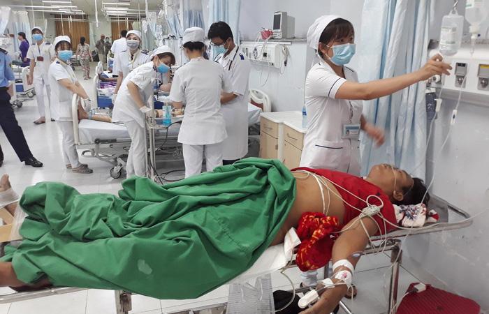 Thu nhập thấp, hàng loạt bác sĩ bệnh viện công ĐBSCL nghỉ việc - Ảnh 2.