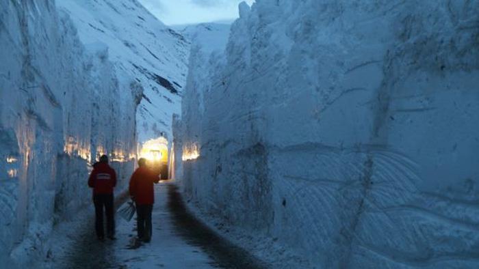 13.000 du khách mắc kẹt do bão tuyết trên dãy Alps - Ảnh 7.