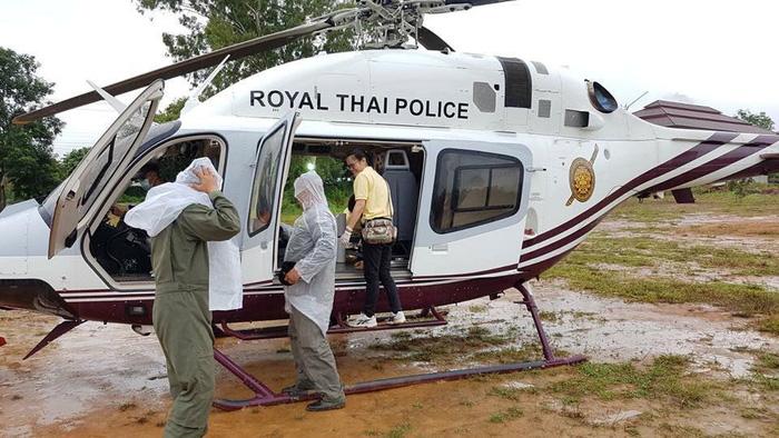 Giải cứu đội bóng Thái Lan: 2 người được đưa khỏi hang liên tiếp