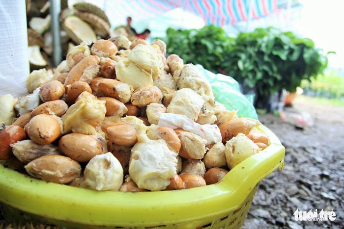 Ùn ùn đi ăn sầu riêng siêu rẻ, chỉ 19.000 đồng/kg - Ảnh 4.