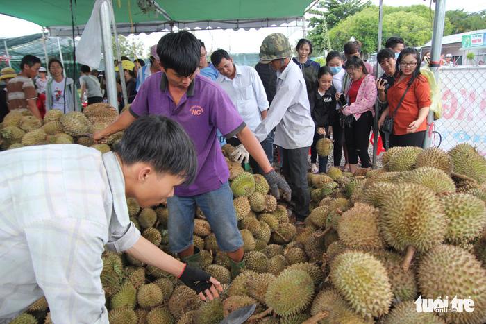 Ùn ùn đi ăn sầu riêng siêu rẻ, chỉ 19.000 đồng/kg - Ảnh 6.