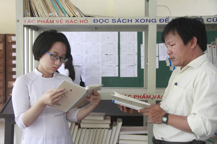Hai nữ thủ khoa mê đọc sách - Ảnh 2.