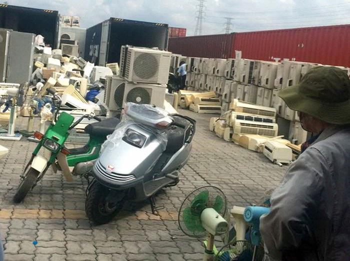 Trung Quốc cấm nhập, phế liệu ầm ầm vào Việt Nam - Ảnh 3.