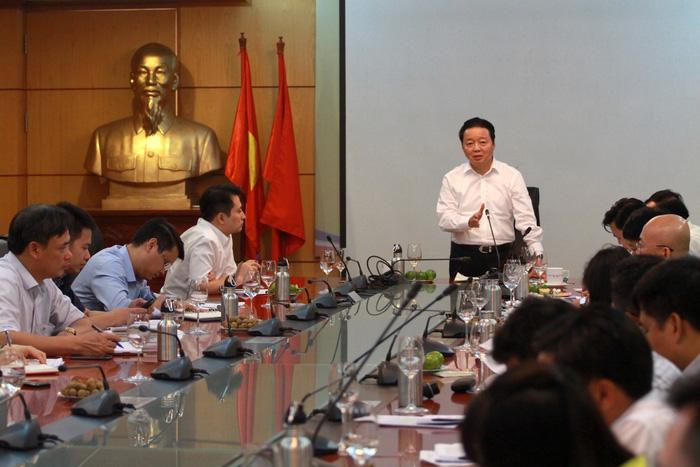 Trung Quốc cấm nhập, phế liệu ầm ầm vào Việt Nam - Ảnh 1.