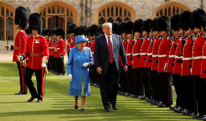 London thở phào sau cuộc tiếp đón ông Trump của Nữ hoàng Anh - Ảnh 2.