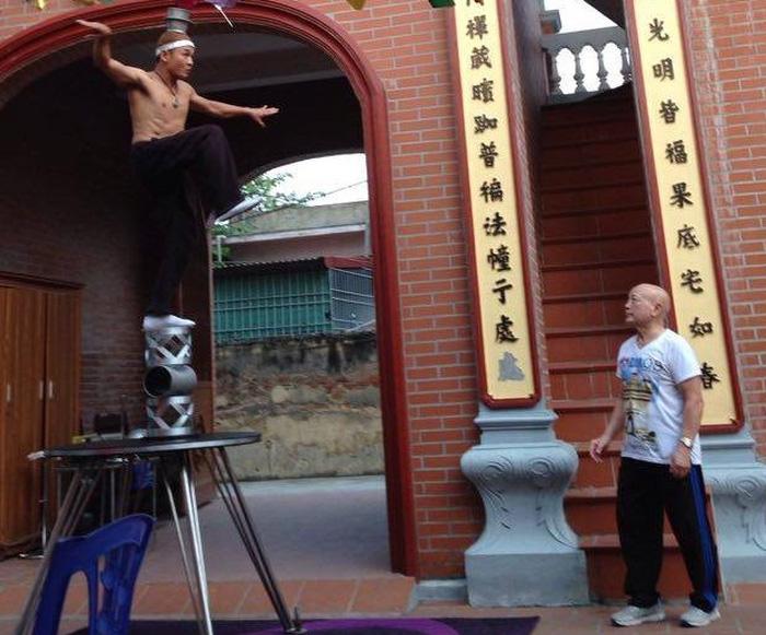 Nghệ sĩ xiếc Lê Văn Thể tuổi 78 vẫn làm việc để thỏa cơn nghiện xiếc - Ảnh 9.