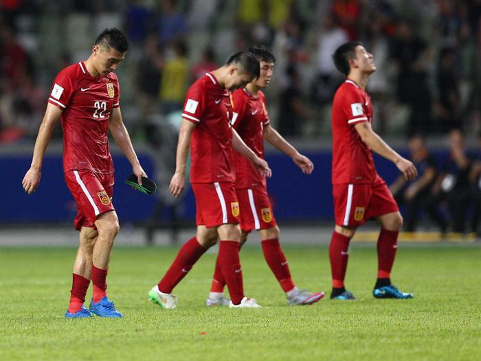 Thiên hạ cứ lo đá World Cup, Trung Quốc lo kiếm tiền - Ảnh 3.