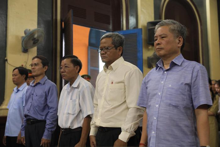 Nguyên phó thống đốc Đặng Thanh Bình bị phạt 3 năm tù - Ảnh 3.