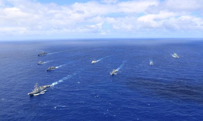 Mỹ kéo bè tập trận, Trung Quốc quân sự hóa lực lượng tuần duyên - Ảnh 1.