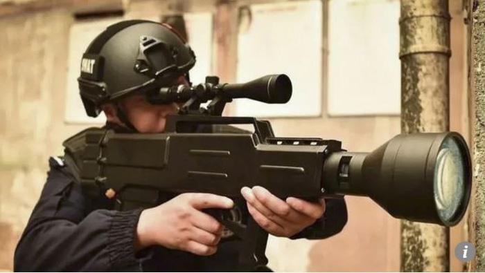 Độ sát thương đáng sợ của súng laser Trung Quốc - Ảnh 1.