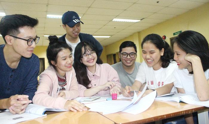 Chi 3-4 tỉ USD đi du học, người Việt mất niềm tin giáo dục trong nước - Ảnh 1.