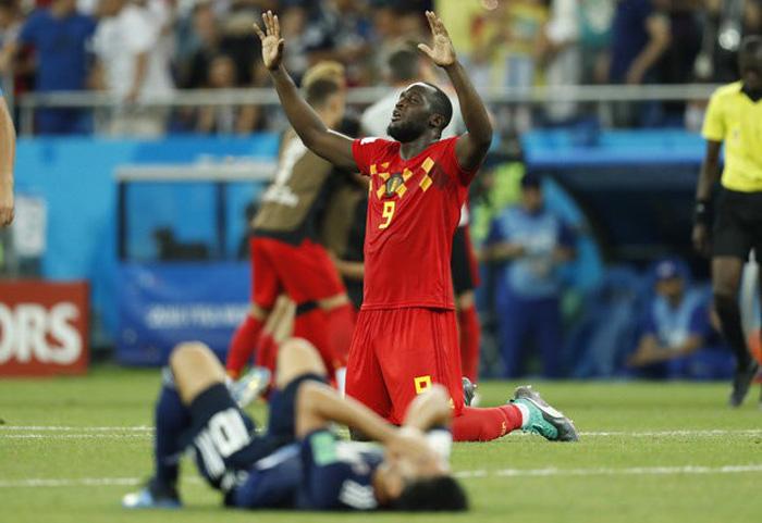 Nhật thua, fan Nhật vừa khóc nức nở lại vừa nhặt rác trên khán đài - Ảnh 4.