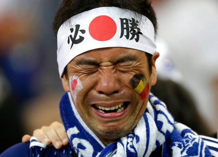 Nhật thua, fan Nhật vừa khóc nức nở lại vừa nhặt rác trên khán đài - Ảnh 7.