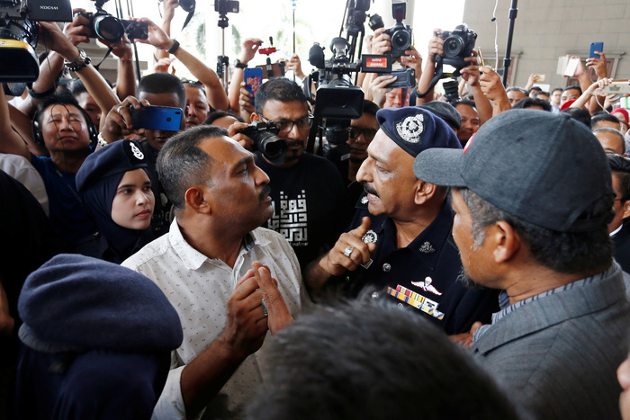 Cựu thủ tướng Malaysia phải nộp 1 triệu ringgit để được tại ngoại - Ảnh 3.