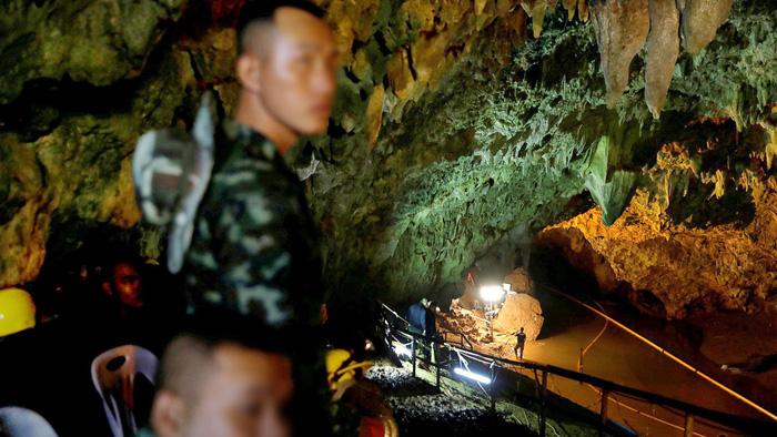 Giải cứu đội bóng Thái Lan: nỗ lực quốc tế làm nên phép mầu - Ảnh 2.