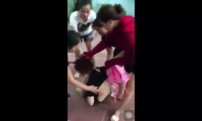 Cặp kè trong nhà trọ, một cô gái bị đánh ghen sấp mặt - Ảnh 1.