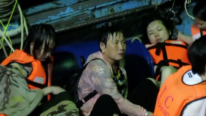 Chìm tàu du lịch ở Thái Lan: Nhiều người mặc áo phao vẫn thiệt mạng - Ảnh 1.