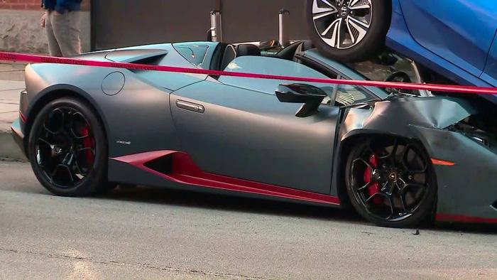 Lamborghini Huracan Spyder chui gầm Honda Civic - Ảnh 1.