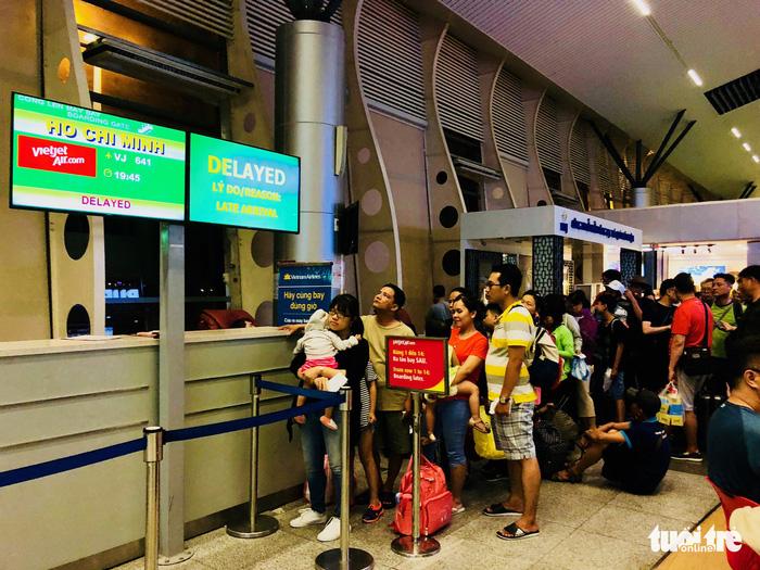 Vietjet đội sổ chậm chuyến, Vietnam Airlines dẫn đầu hủy chuyến - Ảnh 1.
