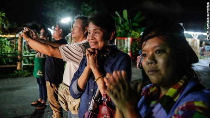 Giải cứu đội bóng Thái Lan: Sức khỏe các em được ra ngoài đã cải thiện tốt - Ảnh 1.