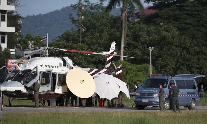 Giải cứu đội bóng Thái Lan: Diễn tiến nhanh, em thứ 8 đã ra khỏi hang - Ảnh 1.