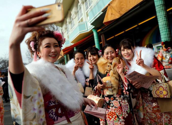 Thiếu nữ Nhật rạng rỡ kimono trong lễ trưởng thành - Ảnh 8.