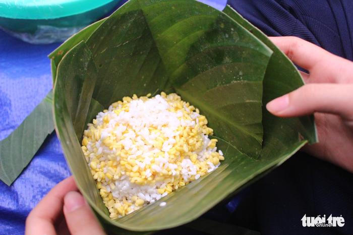 Học sinh Hà Nội gói bánh chưng tặng em nhỏ vùng cao - Ảnh 4.